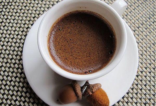 чашка кофе из желудей