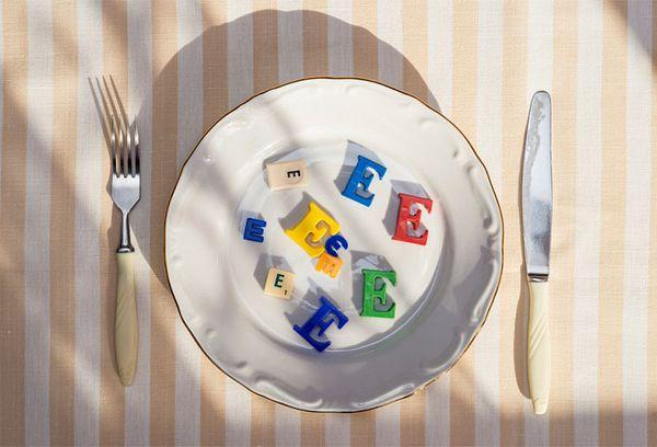 Буквы Е на тарелке