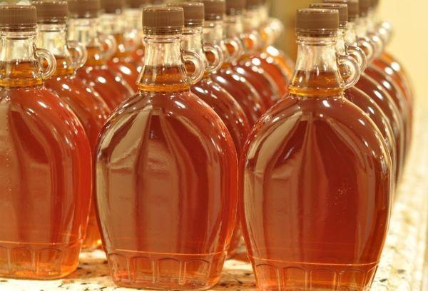 Кленовый сироп в бутылках