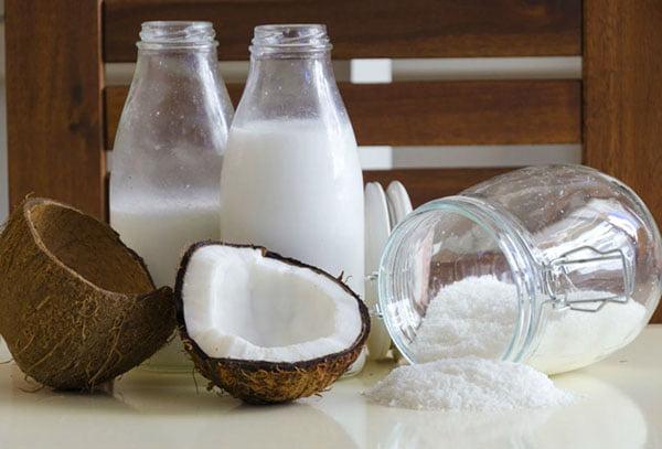 Молочко из кокоса и кокосовая стружка