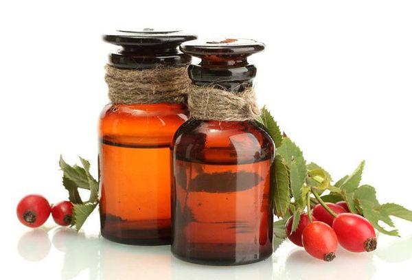 Масло шиповника – польза и вред, как принимать с лечебными целями