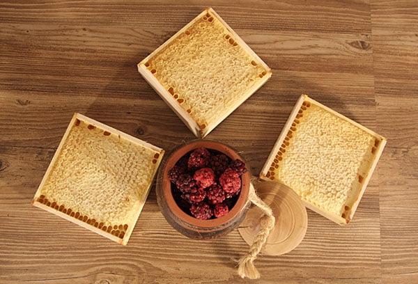 Рамы с медовыми сотами