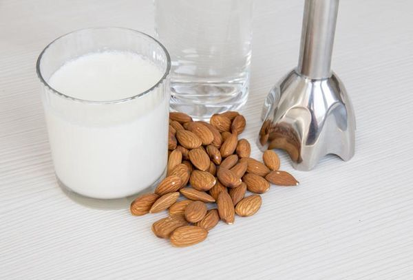 Ингредиенты для приготовления миндального молока