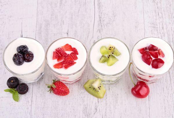 Йогурт с разными фруктами