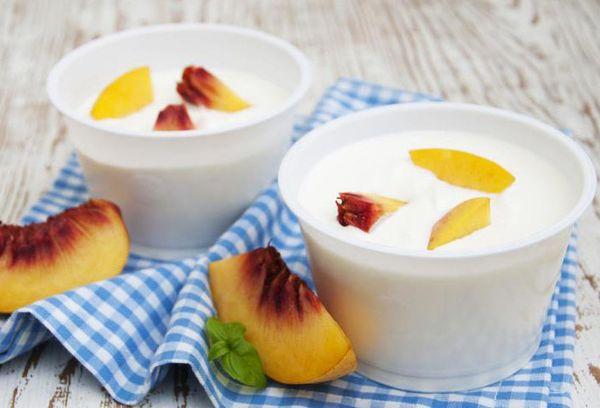 Персики в йогурте