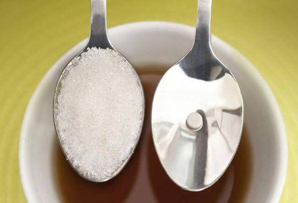 сахар и сахарозаменитель на ложках
