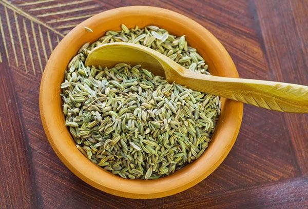 Семена фенхеля в пиале