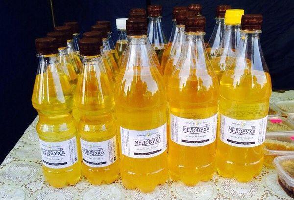 напиток на основе меда в бутылках