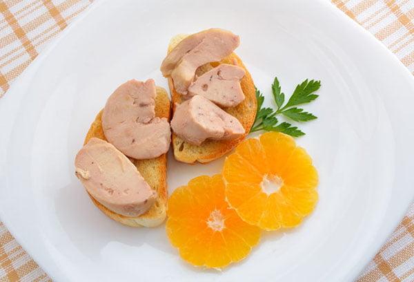 Бутерброды с печенью трески и апельсин