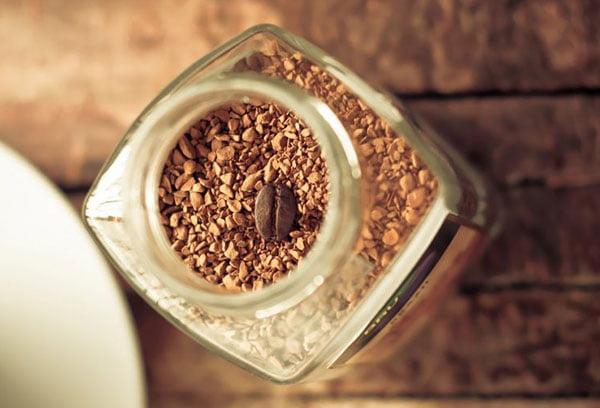 Банка с растворимым кофе