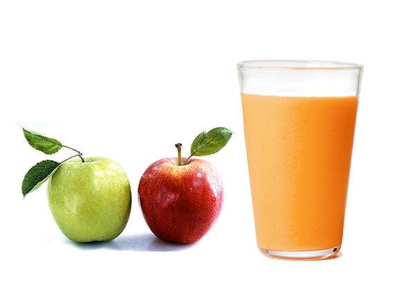 Яблоки и стакан сока
