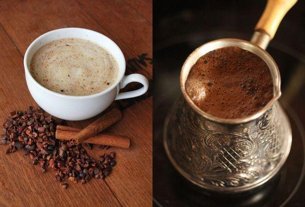 чашка кофе и турка с кофе