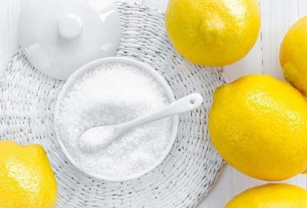 лимоны и кислота в чашке