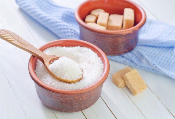 две миски с сахаром