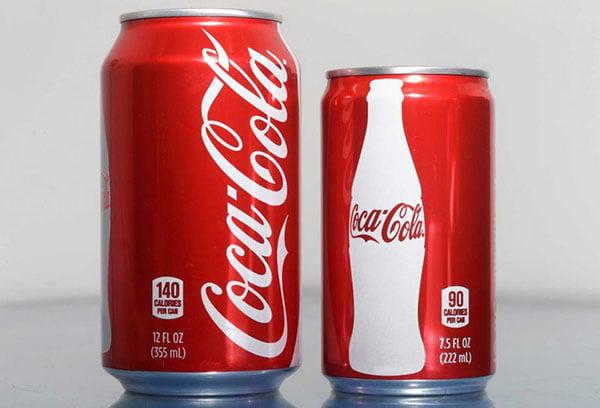 Банки с кока-колой