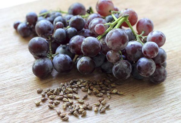 Косточки и виноград