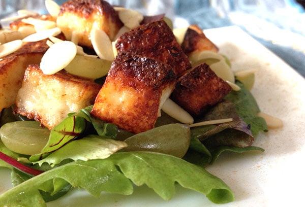 Салат с обжаренным адыгейским сыром