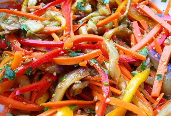 Салат из болгарского перца и баклажанов