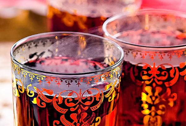 Каркаде в расписных стаканах