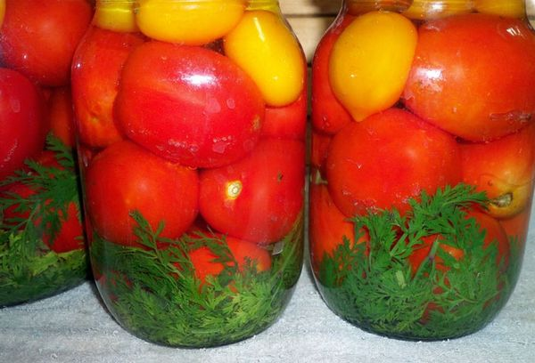 Консервированные томаты с ботвой