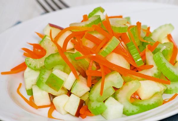 Витаминный салат из тыквы и сельдерея