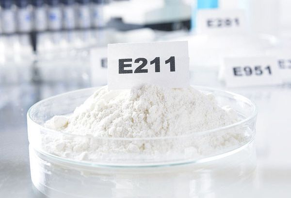 пищевая добавка E211