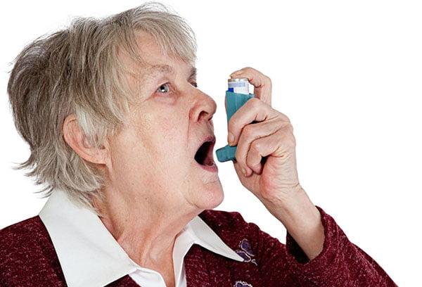 Использование ингалятора при астме