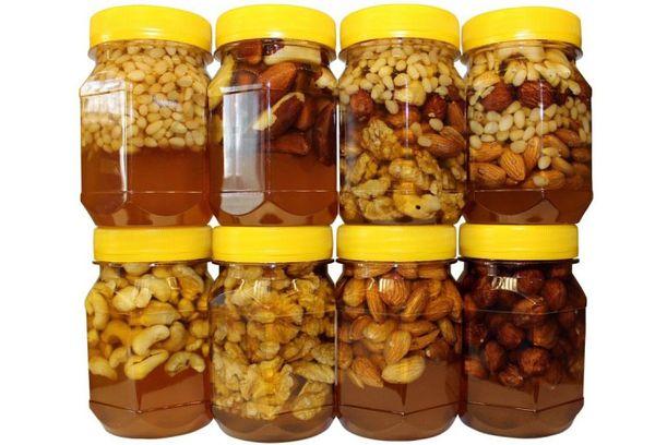 мед с орехами разных сортов в банках
