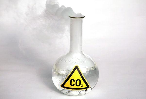 Колба с углекислым газом