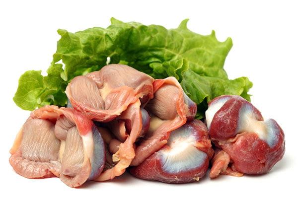 Куриные желудки и лист салата