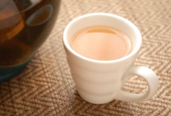 чай в белой чашке