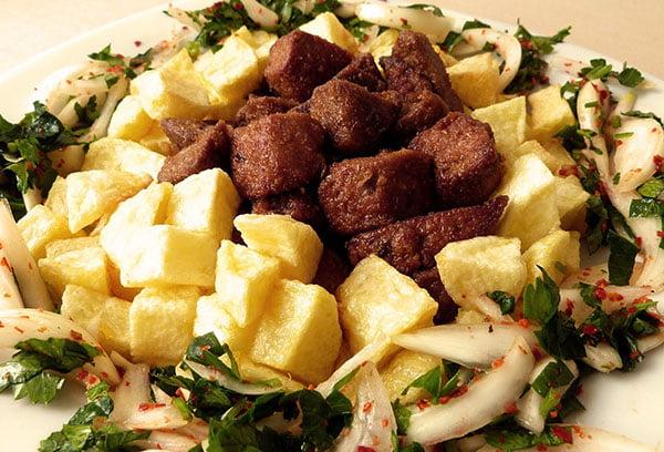 Картофель с говяжьей печенью кубиками