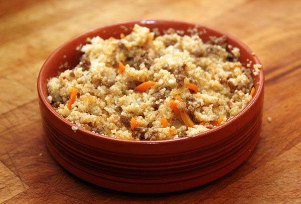 Ячневая каша с мясом и морковью