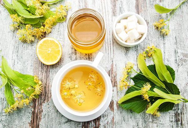 Липовый чай с медом и лимоном