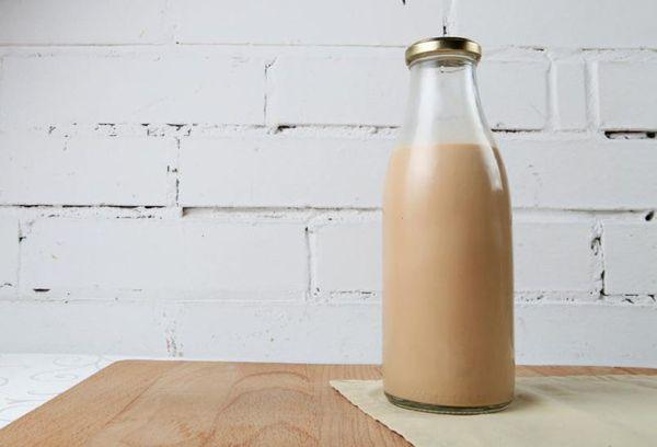 бутылка с топленным молоком