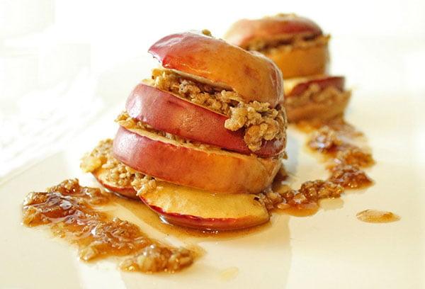 Десерт из печеных яблок