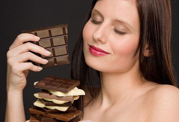 Женщина с шоколадом