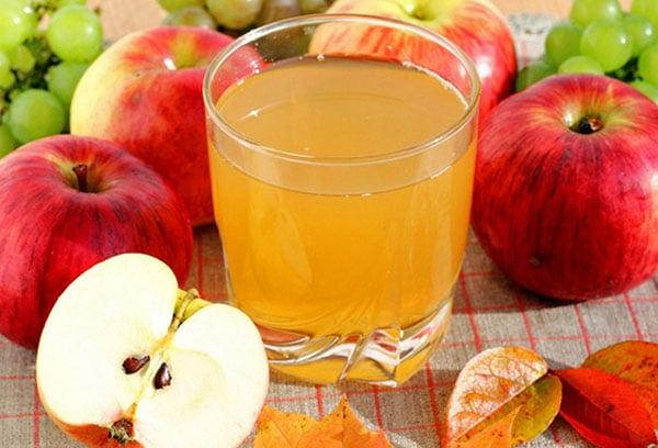 Сок из красных яблок