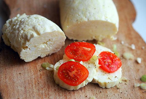 Домашняя брынза с помидорами черри