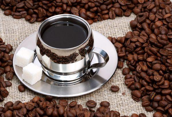 кофе в металлической чашке