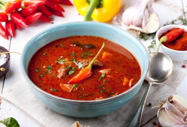 блюдо из томатов с красным перцем