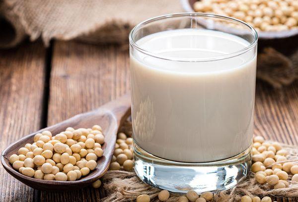 горошины сои с молоком