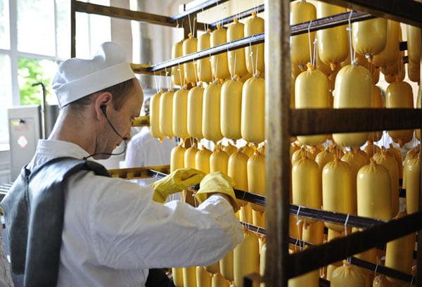 Изготовление колбасного сыра