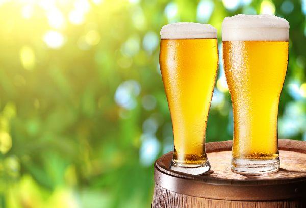 стаканы с пивом