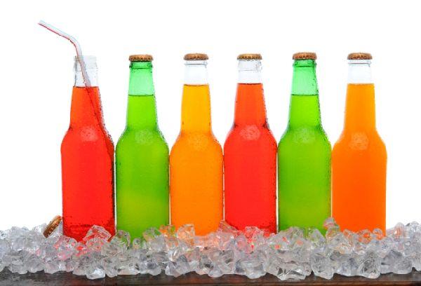 бутылки с цветными напитками