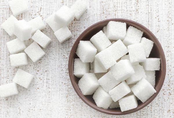 белый кусковой сахар