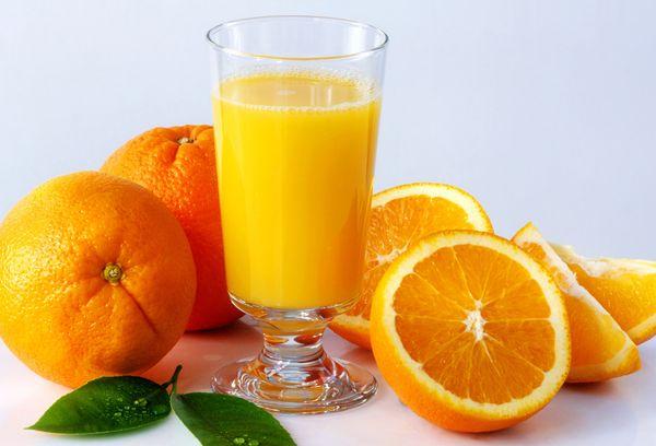 Апельсины и стакан сока