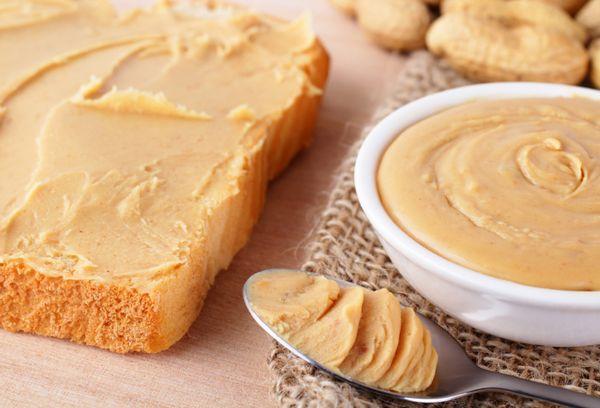 Хлеб намазанный арахисовым маслом