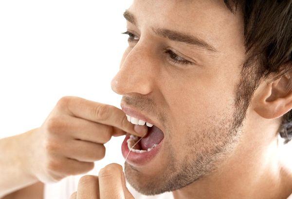Чистка зубов флоссами