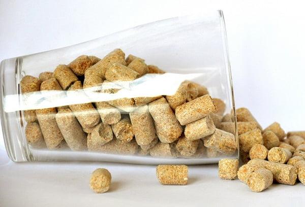 Стакан с прессованными пшеничными отрубями